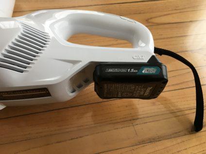 マキタ充電式クリーナーCL107FDSHWのバッテリー装着時